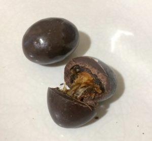 Полезные сладости при НЯК. Финик с орехом в темном шоколаде